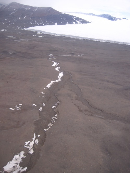 Ephemeral streams link glaciers to lakes throughout the valleys.